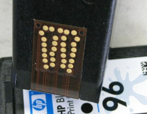 Print head contacts on the HP 96 black ink cartridge.